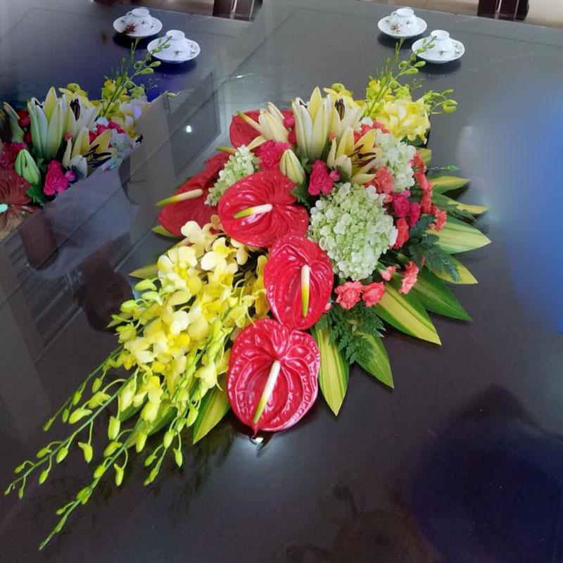 Mẫu hoa để bàn hội nghị đẹp